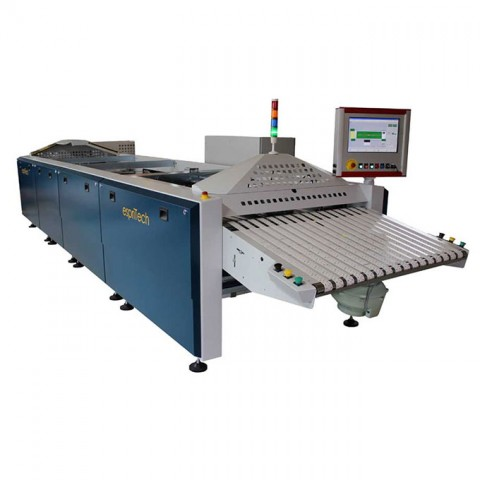 Apparel folding machine